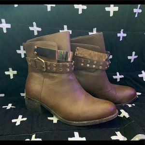 Bucco booties
